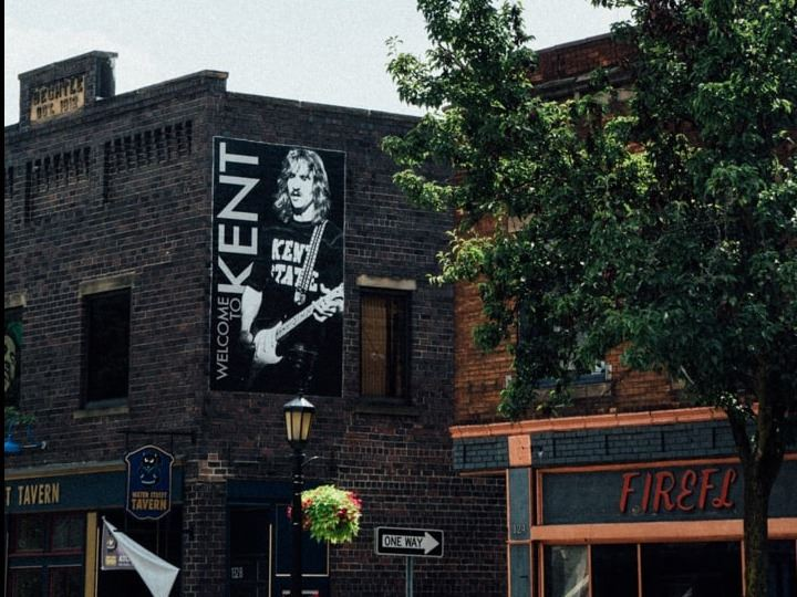 downtown kent buildings displaying welcome to kent mural